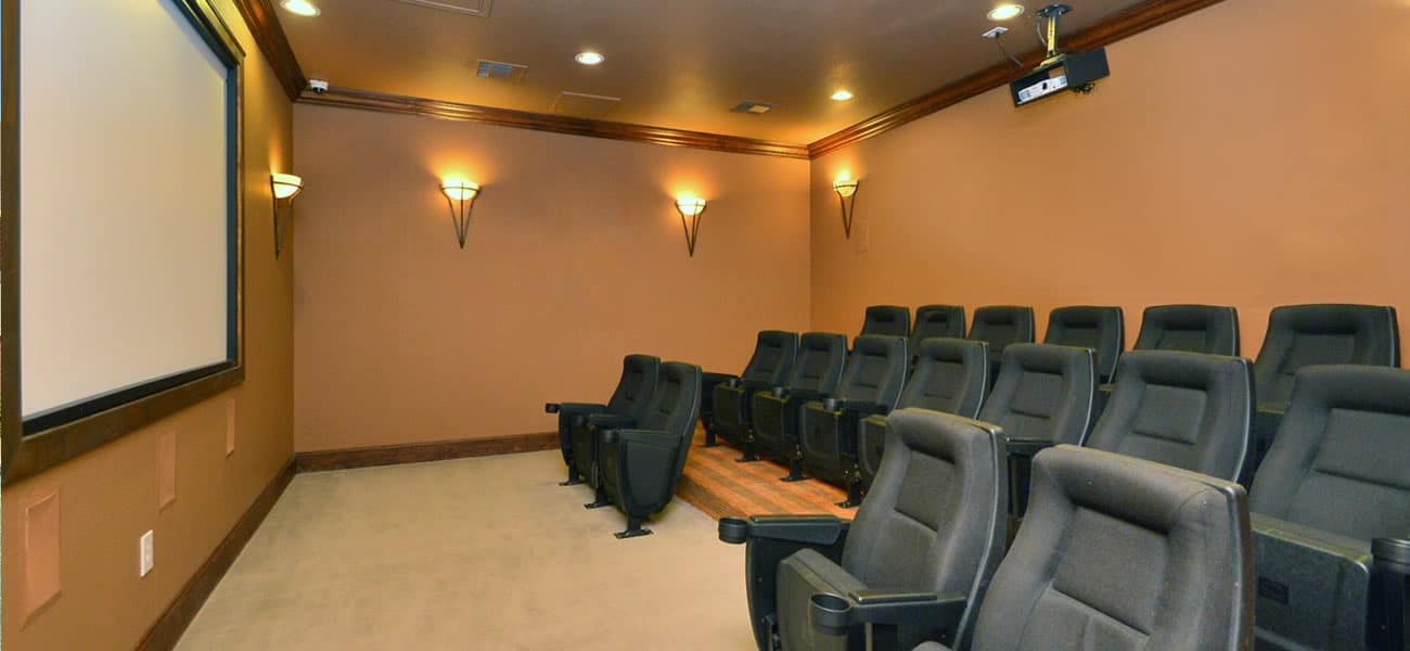 bk_lakesatcincoApartments_theater