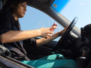 It-Can-Wait-Houstons-anti-texting-campaign-Bellaire-winning-video-girl-texting-and-driving_084312