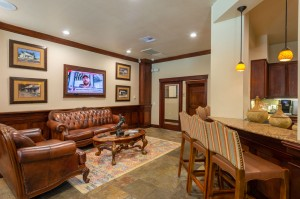 Two Bedroom Apartments for Rent in Katy, TX - Clubhouse Breakfast Bar & Couches with TV
