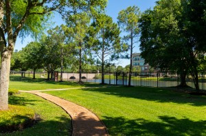 One Bedroom Apartments for Rent in Katy, TX - Bike & Walking Path with View of Lake (2)