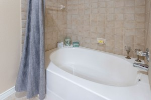Three Bedroom Apartments for Rent in Katy, TX - Model Bathroom Tub